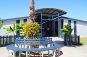 Pohled na budovu s učebnami, kde probíhá výuka jazykových kurzů angličtiny, Sun Pacific College, Cairns Austrálie