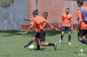 Studenti během fotbalového utkání na odborné škole College of Sports and Fitness - CSF, Sydney, Austrálie