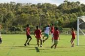 Studenti anglického jazyka během fotbalového zápasu, Lexis Byron Bay, Austrálie