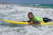 Pert je skvělým místem, kde se naučit surfovat a studenty to velice baví, Milner College Perth Austrálie