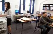 Studenti ve škole IH Sydney City/Bondi, kde probíhá výuka anglického jazyka