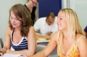 Studenti jazykového kurzu angličtiny během výuky, SACE Adelaide Austrálie