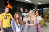 Studenti v kavárně, Cairns College of English Austrálie