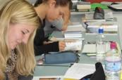Studenti během výuky anglického jazyka na škole Lexis v Perthu, Austrálie