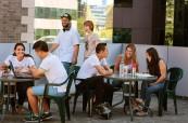 Studenti anglického jazyka mohou k relaxaci využít střešní terasu školy, Access Language Center, Sydney, Austrálie