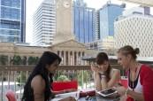Venkovní terasa k posezení pro studenty, Browns Brisbane, Austrálie