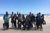 Studenti angličtiny na pláži, Lexis Perth, Austrálie