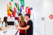 Recepce jazykové školy Browns Brisbane v Austrálii, kam se mohou studenti kdykoliv obrátit