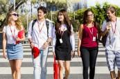 Studenti jazykové školy Browns v Gold Coast, Austrálie