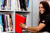 Knihovna, která je studentům plně k dispozici, Sterling Business College Perth, Austrálie