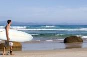 Surfování je oblíbenou zábavou studentů v Byron Bay, Lexis Austrálie