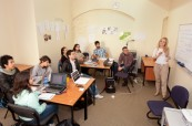 Studenti během výuky angličtiny na škole IH Sydney City/Bondi