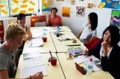 Studenti během výuky anglického jazyka v příjemných prostorech jazykové školy SACE Whitsundays Austrálie