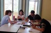 Studenti během výuky anglického jazyka na škole SACE Hobart, Tasmánie, Austrálie