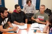 Studenti s lektorem angličtiny během výuky na jazykové škole International House Sydney City/Bondi