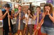 Studenti na odpolední aktivitě organizované jazykovou školou, SACE Whitsundays Austrálie